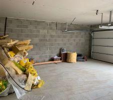 Le garage avec son plafond