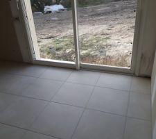 Carrelage beige capoiera (decoceram) 45x45 joint gris clair vue depuis notre chambre