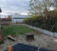 Au tour de la clôture maintenant