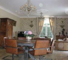 Remise en place des rideaux et de la decoration