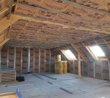 Isolation de l'etage terminée en laine de verre + semelles des cloisons