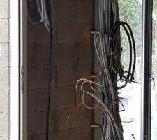 L électricien â commencé à câblé  ??