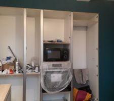 Peinture de la cuisine, Dulux valentine couleur bleu calanque qui est exactement la même que mes rideaux :D