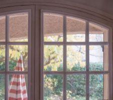 Problème d'emplacement pour l'entrée d'air sur une fenêtre cintrée avec survitrage
