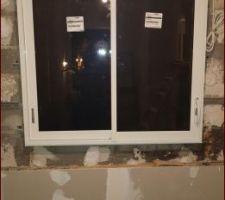 1ere fenêtre installée!! Fenêtre de cuisine