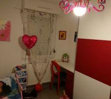 Chambre fille, grand placard et bureau intégré