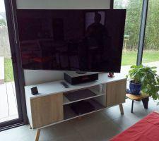 Télévision oled sur pantographe