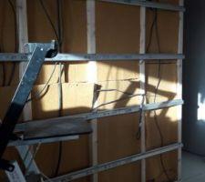 Isolation en laine de bois (cloison bois entre la cuisine et le cellier)