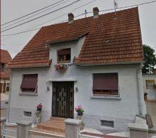 Voici ma maison vue de la rue.