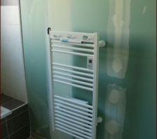 Sèche serviette dans la salle de bain