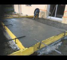 Construction de la dalle en béton qui va soutenir notre véranda