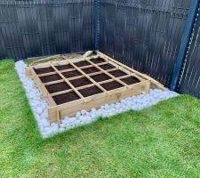 Décoration du carré potager terminée...y a plus qu'à planter au printemps!