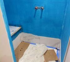 Carrelage douche salle d'eau parentale en cours