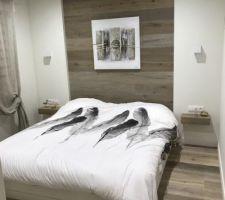 Tete de lit en parquet avec chevet suspendu