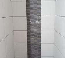 Poursuite des travaux, cette fois dans la salle de bain qui avait été mise en stand by suite à des soucis de pose de mosaïque. Nous avions alors privilégié faire la salle de douche.
