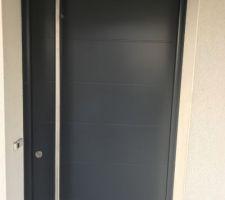Porte entrée changée car livrée tachée en 2012, soit 7 ans pour changer une porte !!!!