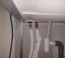 Les tuyaux sont mal travaillés, ils forcent sur les  branchements