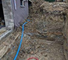 Début du trou pour poser la cuve de récupération des eaux