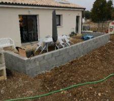 Mur à l'arrière de la terrasse non achevé