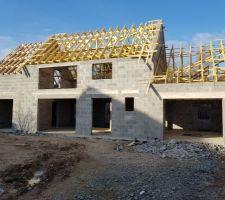 Finalisation de la charpente : débord de toit visible