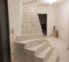 Escalier pratiquement terminé (il manque encore les plinthes et les joints)