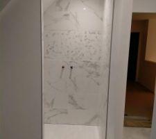 Carrelage douche de la salle d'eau terminé