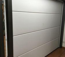 Notre porte de garage. Coloris noir