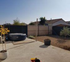 Montage de notre Clôture alu et composite pour être enfin un peu plus chez nous après 4 ans sans clôture!