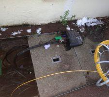 Chambre de tirage de la fibre optique dans la rue