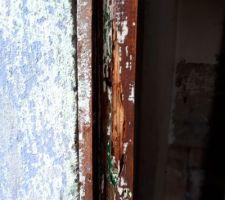 Montant de la fenêtre du cabanon un peu vermoulu... traité au durcisseur