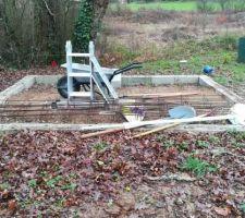 """Les """"fondations"""" pour l'abri de jardin"""