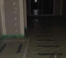 Isolant au sol de la maison