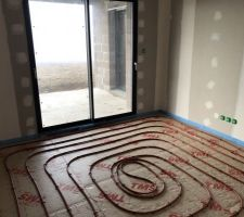 07/02/2019 : Pose de l'isolant de sol & du plancher chauffant- Chambre parentale