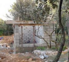 Fin de l'élévation des murs du poolhouse