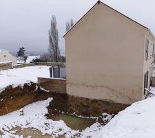 Début des problèmes, la fondation a été coulé avec un débordement de 20cm chez le voisin...