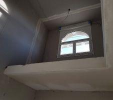 Vue de la mezzanine de l'étage depuis le rez-de-chaussée