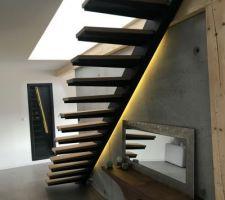 Led d'ambiance, sur la montée d'escalier.