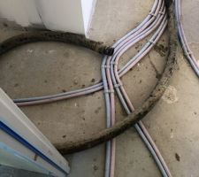 Passage tuyaux couloir