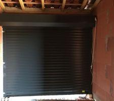 Porte de garage vu de l'intérieur