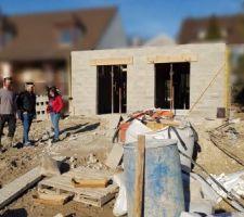 Visite via les maisons témoins AAMOI d'un jeune couple qui souhaite faire construire