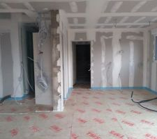 Isolation du sol avec TMS Efisol pour plancher chauffant hydraulique.