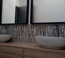 Miroirs et luminaires installés