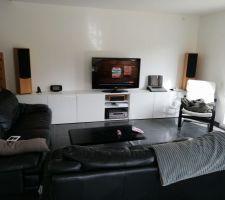 Montage et mise en place du meuble TV ikea
