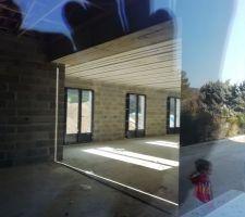 Nos portes-fenêtres vues depuis la coulissante de la cuisine. Nous sommes archi-fans !!