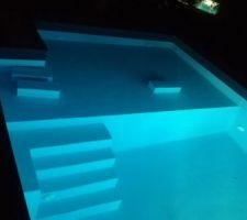 Cuve de récupération d'eau de pluie sous plage immergée de la piscine