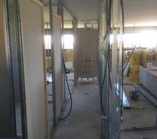 Ossature métallique et placo des cloisons la maison prend forme encore du boulot