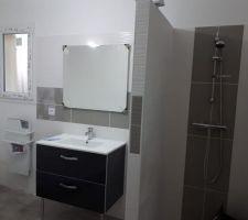 Installation des équipements de la salle de bain terminée