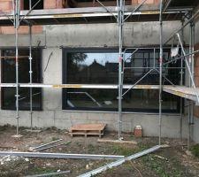 Pose des menuiseries extérieures, en profil 82mm 7 chambres et triple vitrage  CEKAL 0,5