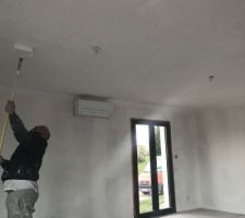 04.03.19 après 3 couches de peinture le plafond est enfin terminé en attente de séchage !!!