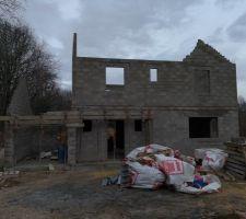 Garage et porche en cours d'achèvement